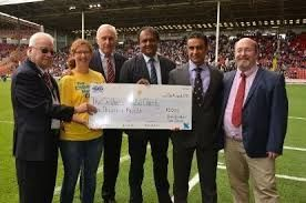 Car dealer hands over £5000 cheque following Blades-themed fundraising
